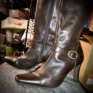 EUC Bass Leather Boots sz 8 (with stretch back)